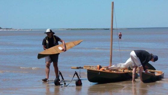 Light outriggers to add to your canoe for stability. Fast sailing, Fishing or Diving: storerboatplans.com