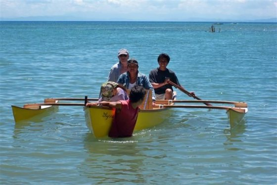 Light outriggers to add to your canoe for stability. Fast sailing, Fishing or Diving Philippines: storerboatplans.com