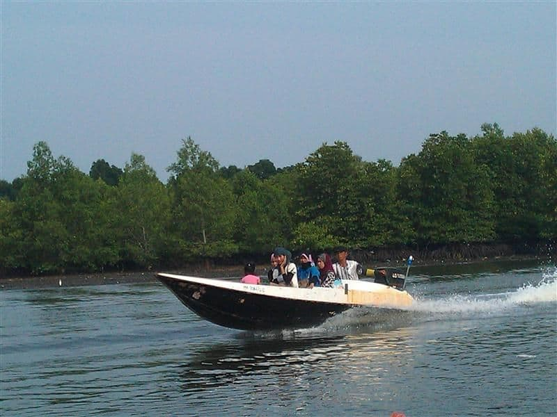 Modern powerboat - no, its a plywood one designed and built by filipinos