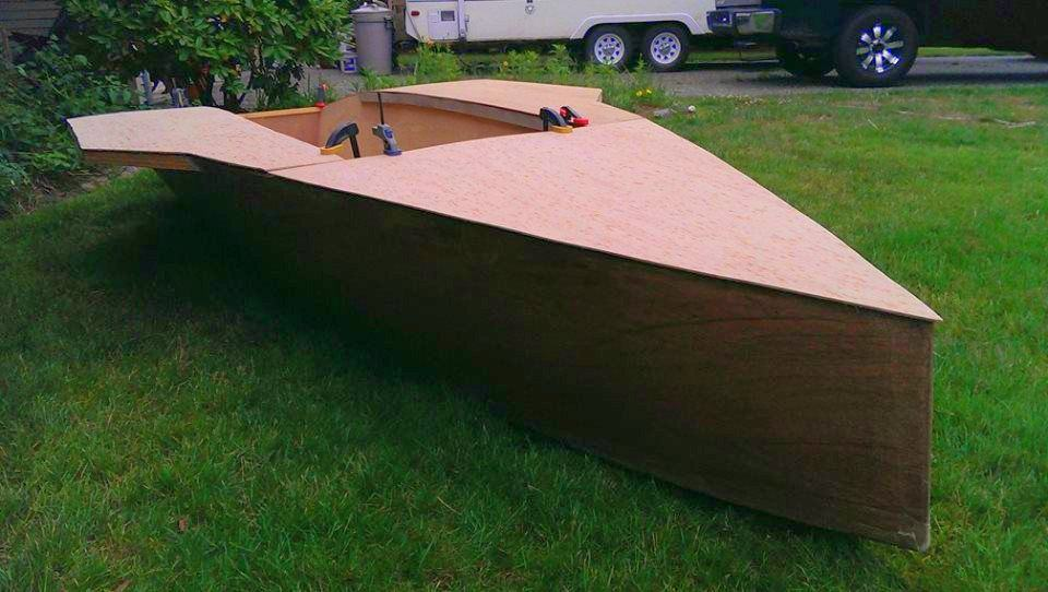 Light fast and efficient dinghy with modest sail area