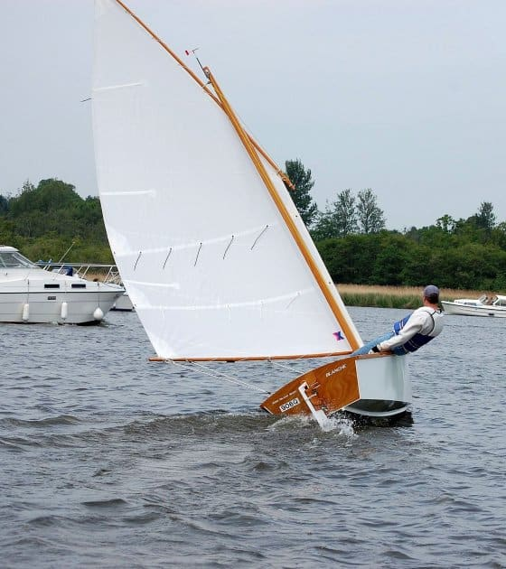 Goat Island skiff - tuning and setting up traditional sails