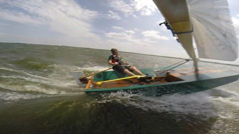 Oz Goose at speed - around 11 knots. Record is 13.8 knots - storer boat plans