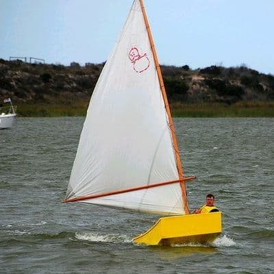 Sprit and Balance Lug Rigs that control sail twist punch above their weight in performance: storerboatplans.com