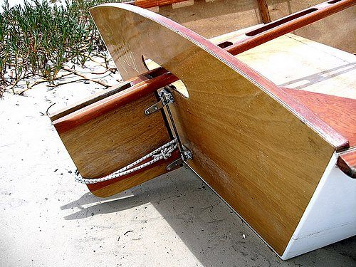 Simple steering for dinghy that can handle hitting hte bottom Goat Island Skiff: storerboatplans.com