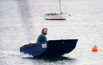 Handy Punt plywood outboard flying with a 10hp. Simple light DIY boat: storerboatplans.com