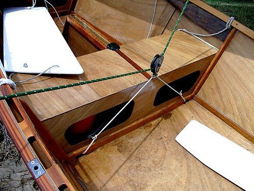 Mainsheet bridle for mid boom sheeting that drops out of the way for rowing a Goat Island Skiff: storerboatplans.com