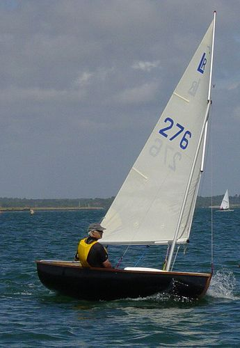 Brian Pearson showing us how to sail balance lug rigs in his Lymington Scow - storer boat plans